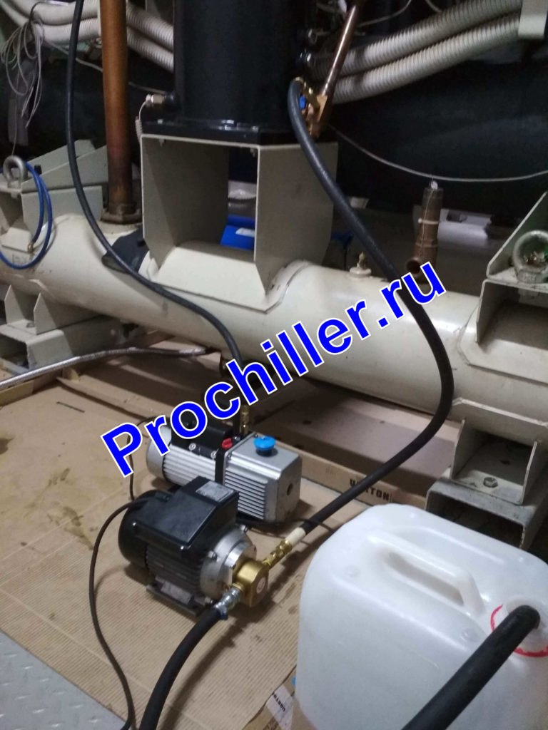 Замена масла винтового компрессора с помощью маслонасоса