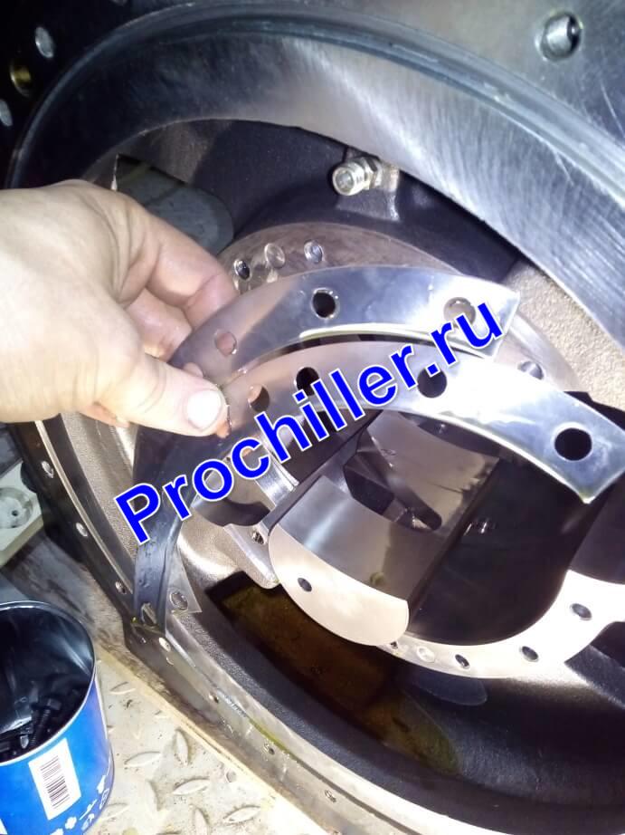Регулировка зазора винтовой пары компрессора при ремонте чиллера г. Новороссийск
