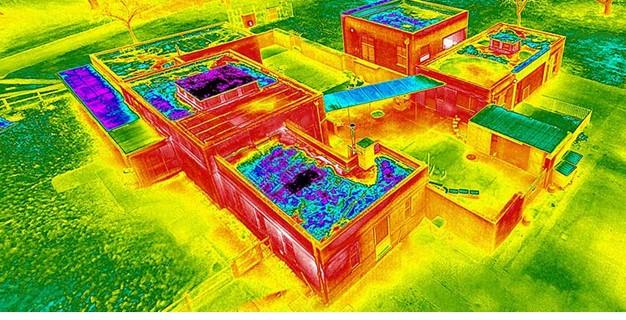 Поиск протечек воды на кровле здания